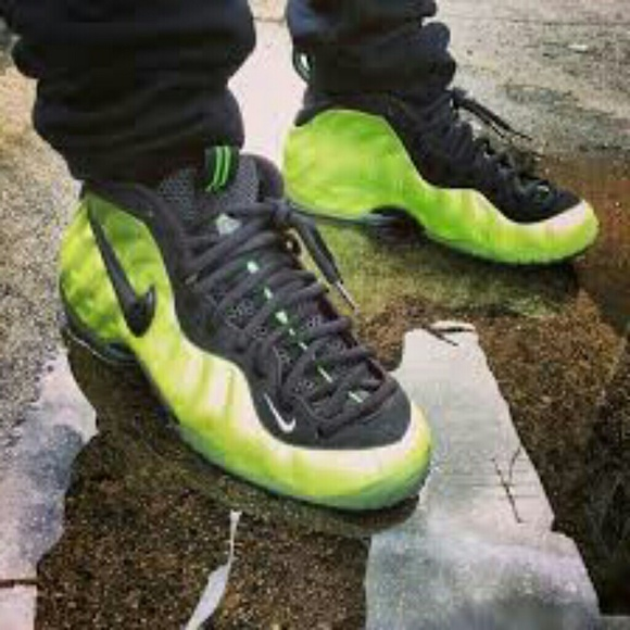 finest selection d1377 8e27f **SOLD**Foamposite Pro Electric Green Lime Size 11